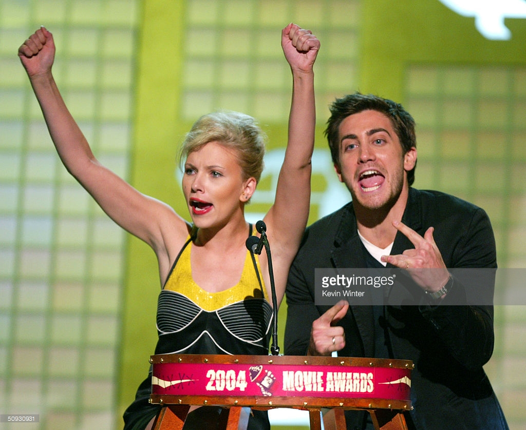 Scarlett-Johansson-Pop-Du-Jour-Jake-Gyllenhaal-MTV-Movie-Awards-2004